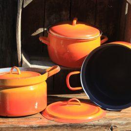 Oranje kookpotten in emaille