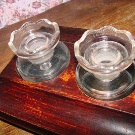 Oud inktstelletje in houten bakje
